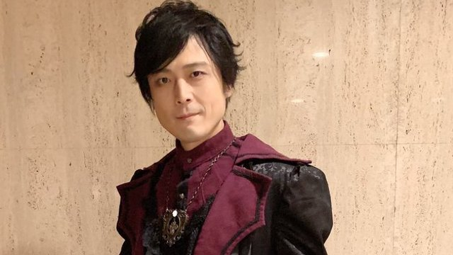 高橋広樹さんがゴシック風衣装を披露!ゴスロリファッションショーにモデルとして出演しファンを魅了!