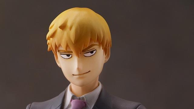 『モブサイコ100』霊幻新隆がフィギュア化!悪巧みを考えてそうな顔&カッコいい立ち姿