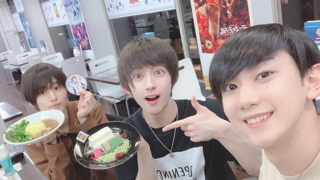 「テニミュ」阿久津仁愛さん(越前リョーマ役)、田口司さん(菊丸英二役)らがコラボカフェに来店!オフショまとめ