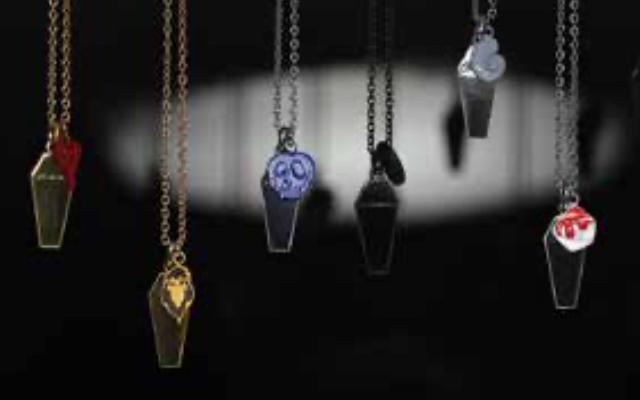 『ツイステ』チャームネックレス・ピアスが登場!棺桶や寮章デザイン&使い込むとヴィンテージ感が増す逸品
