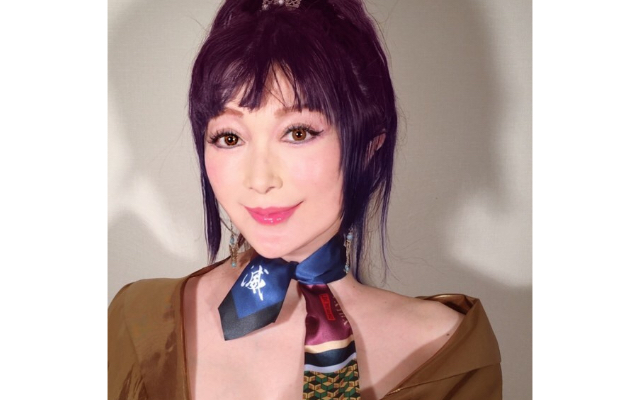 『鬼滅の刃』叶姉妹・美香さんが義勇のスカーフを取り入れたファビュラス&ファッショナブルな上級コーデをご披露!