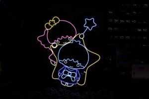 キキ&ララ「TWINKLE COLOR CHRISTMAS」キキ&ララのネオンサイン