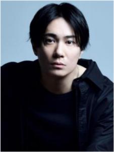 四、嘉賀屋雷銘(かがや らいめい) 演じる鈴木達央さん