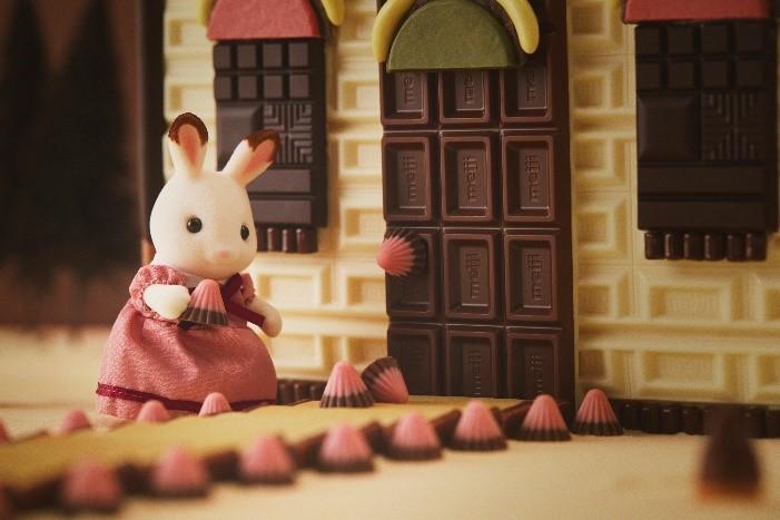 明治×シルバニアファミリー「赤い屋根のお家」をチョコで徹底再現&レシピ公開