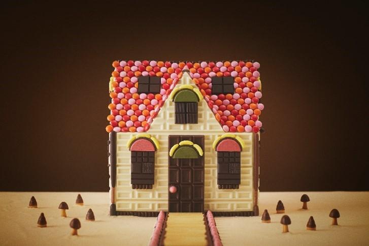 明治×シルバニアファミリー 初コラボ! 「赤い屋根のお家」をチョコで徹底再現