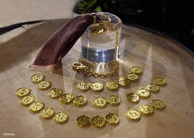 「ツイステ」バレンタイン限定商品・バックチャームが登場!好きなキャラのコインモチーフを選択&キャラへメッセージを贈ることも可能