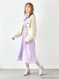 earth music&ecology Japan Label ×「MakeS -おはよう、私のセイ-」第2弾「MakeS 刺繍 ジョーゼット ワンピース」モデル着用写真 カーディガンあり 斜め