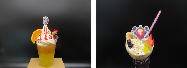 「JOJO WORLD」コラボフード 左:山吹色の波紋疾走(サンライトイエローオーバードライブ) オレンジティー/右:奇跡の完全結晶! スーパー・エイジャ・フルーツクレープ
