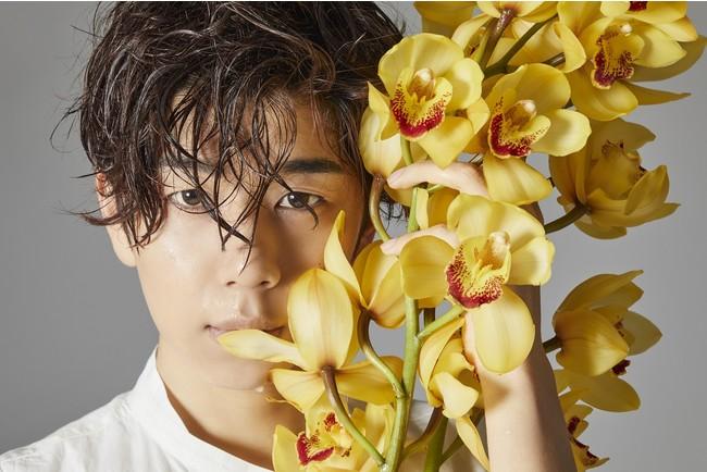 西山宏太朗さんが写真家レスリー・キーさんと初セッション!芸術的な先行カット&コメント到着