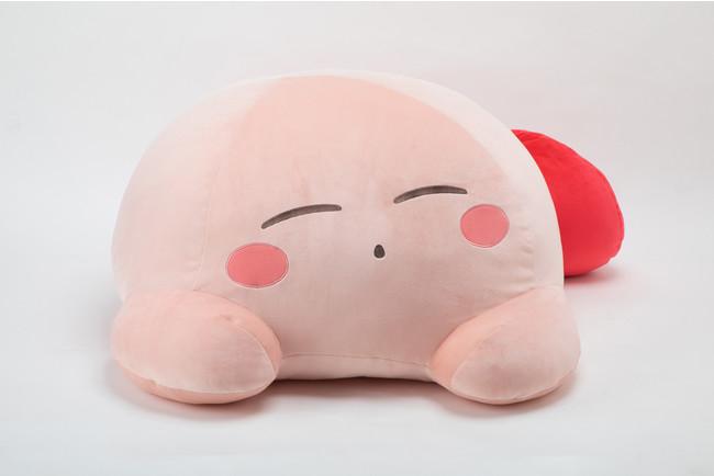 """「星のカービィ」眠っている姿が可愛いぬいぐるみ""""すやすやフレンド""""にカービィが仲間入り!優しい触り心地&ビッグサイズが魅力"""