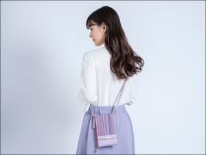 「刀剣乱舞-ONLINE-」×日本の織物 スマホポシェット 歌仙兼定モデル 使用イメージ