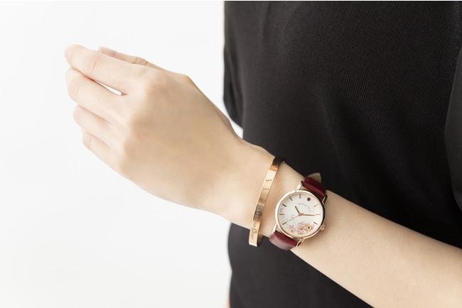 「文豪ストレイドッグス」×「EMooooN」ブレスレット付き腕時計 中原中也モデル 着用イメージ