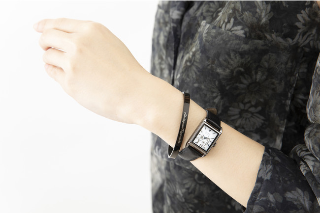 「文豪ストレイドッグス」×「EMooooN」ブレスレット付き腕時計 芥川龍之介モデル 着用イメージ