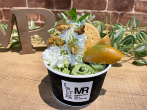 「ワールドトリガー」×「マンハッタンロールアイス」抹茶スイートポテトアイス(三雲修イメージ)
