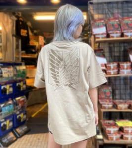 TVアニメ「進撃の巨人」公式ライセンスTシャツ 自由の翼Tシャツ (ベージュ)