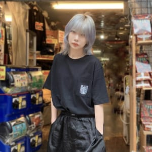 TVアニメ「進撃の巨人」公式ライセンスTシャツ リヴァイ・ハンジ・エルヴィンTシャツ