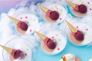 「シナモロールのふわもこスイーツワンダーランド ~サンリオキャラクターズコラボティーパーティー~」アイスおとしちゃったの チョコムースとカシスケーキ