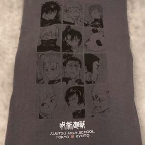 「呪術廻戦×ユニクロ」2. 呪術廻戦 UT グラフィックTシャツ バックプリントアップ