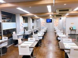 「うたプリ×アニメイトカフェ」店内装飾(入口側から)