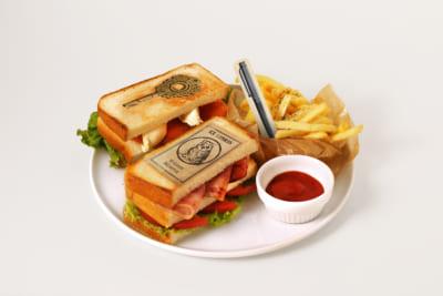 『約束のネバーランド』 GFハウス脱獄編 ミネルヴァ・カフェ 真実への手がかりサンドイッチ ~BLT/ サーモンクリームチーズ~