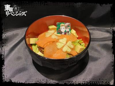 「東京リベンジャーズ×TOWER RECORDS CAFE」タケミチとヒナのサーモンアボカド丼