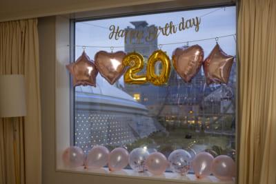 「東京ドームが見えるお部屋で!推し活宿泊プラン」客室の窓