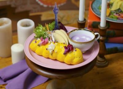 「塔の上のラプンツェル」OH MY CAFE<ラプンツェル>髪飾りのサンドウィッチプレート1,990円(税込2,189円)