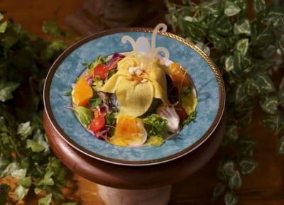 「塔の上のラプンツェル」OH MY CAFEメニュー:<魔法の花>不思議な力のオムライス  1,690円(税込1,859円)