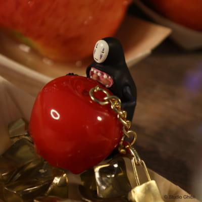 「千と千尋の神隠し」縁日キーホルダー カオナシりんご飴