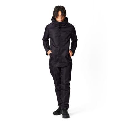 TVアニメ「呪術廻戦」より五条悟の衣服が上下セットで登場:男性モデル着用画像
