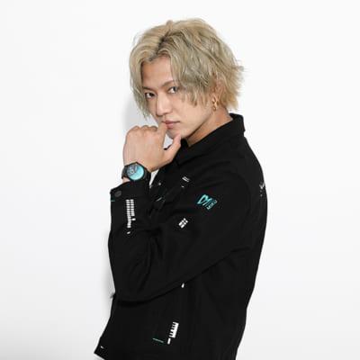 「初音ミク」×「SuperGroupies」腕時計 モデル着用