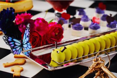 「アリス in トリックミステリー ~不思議の国のスイーツティーパーティー~」イモムシのチョコレートケーキ