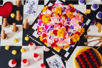 「アリス in トリックミステリー ~不思議の国のスイーツティーパーティー~」きらめく昼下がりのフラワーケーキ、 キングオブハートのコスチューム スフレフロマージュ