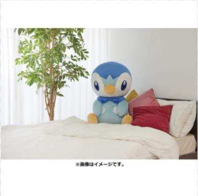 「とってもおっきいポッチャマ(商品ページ)」ベッドに座るポッチャマ