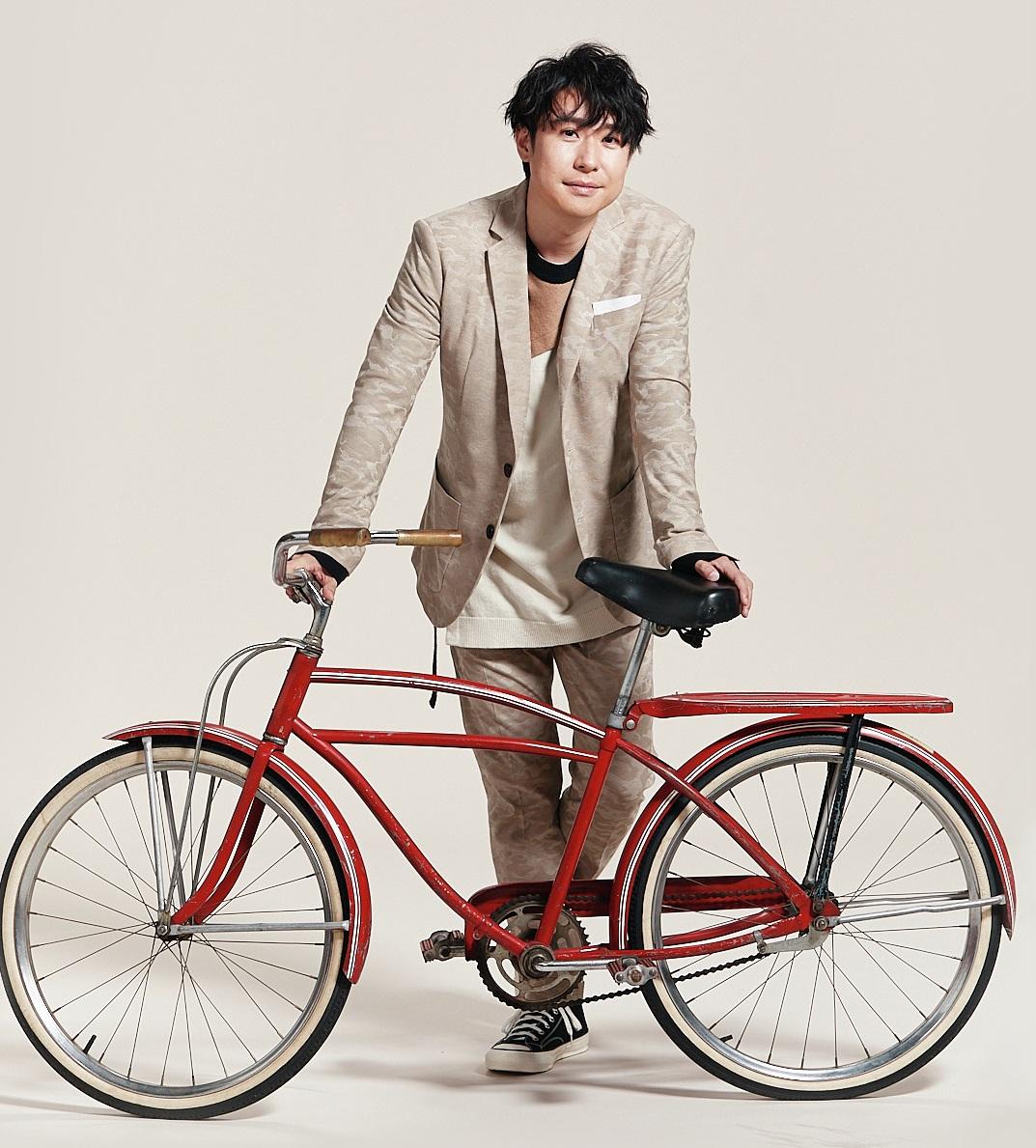 声優・鈴村健一さんがファッション誌「Oggi」でアドリブ撮影!?「モノボケということですね」