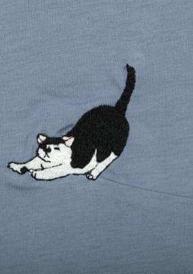 いくえみ綾先生×「Design Tshirts Store graniph(グラニフ)」半袖ワンピース「猫」伸びをしている猫刺繍デザイン