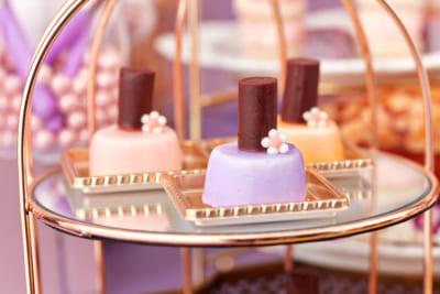 「スイーツコレクション ~ハローキティ・マイメロディ&クロミのコスメパーティ~」メニュー:ショコラブランムースのネイルポリッシュ風