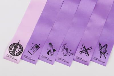「鬼滅の刃×東京スカイツリー」天望回廊での展示装飾:藤色の限定リボン