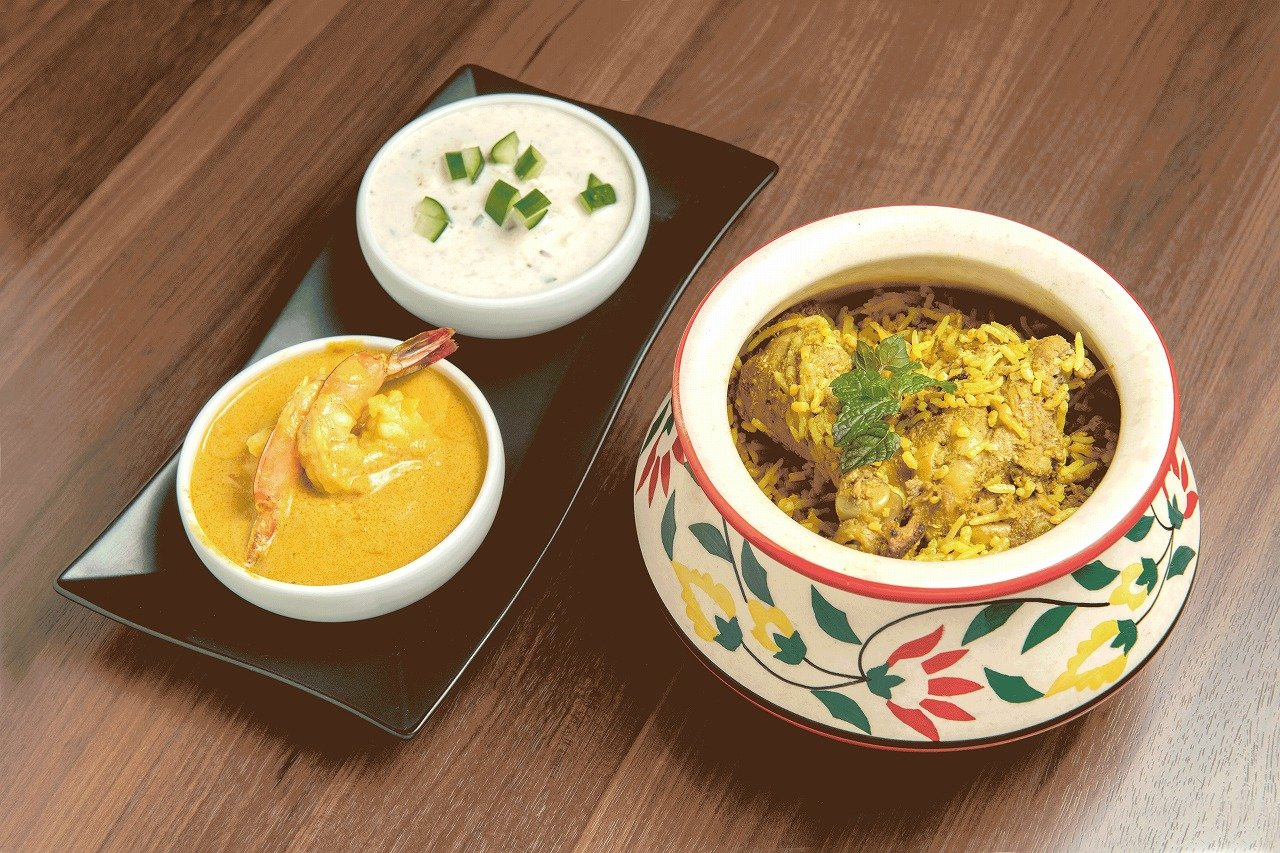 DIYA(2F) チキンビリヤニ(インド最高級米を使用した鶏肉入り炊き込みご飯)ミニカレー付き