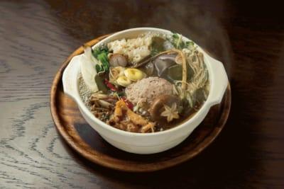 PHUKET ORIENTAL(3F) 8種キノコと合鴨つくねのチムチュム鍋 ジャスミンライスセット