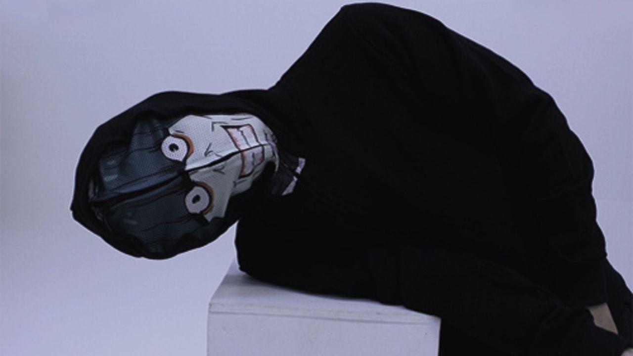 脳が震えるぅぅぅ!着るだけで 『リゼロ』怠惰担当・ペテルギウスになれるパーカーが登場!