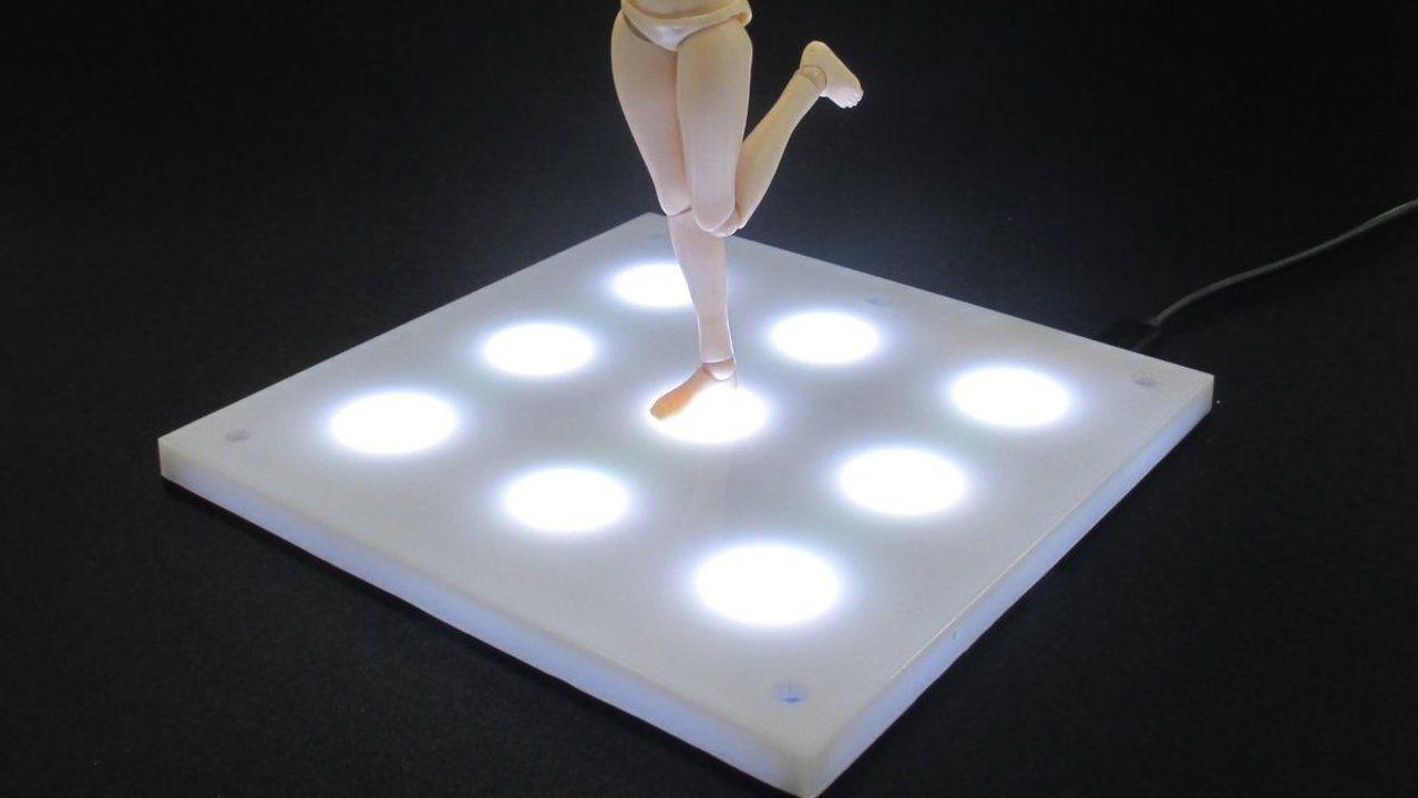推しのフィギュアでライブを演出しちゃおう!発光ディスプレイベース「LEDステージ ホワイト」が予約受付中