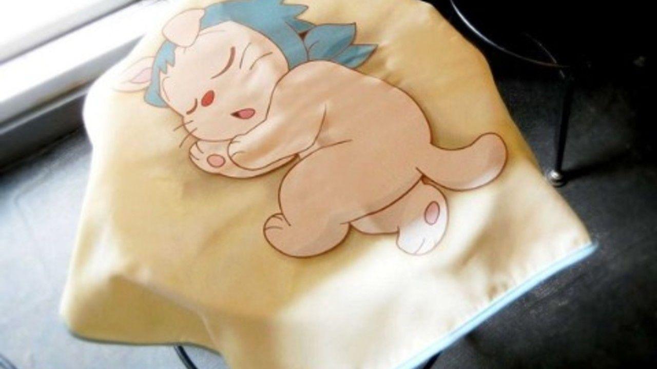 『忍たま乱太郎』ヘムヘムブランケットが登場!ひざの上でぐっすり眠っているようなイラストが可愛すぎる!