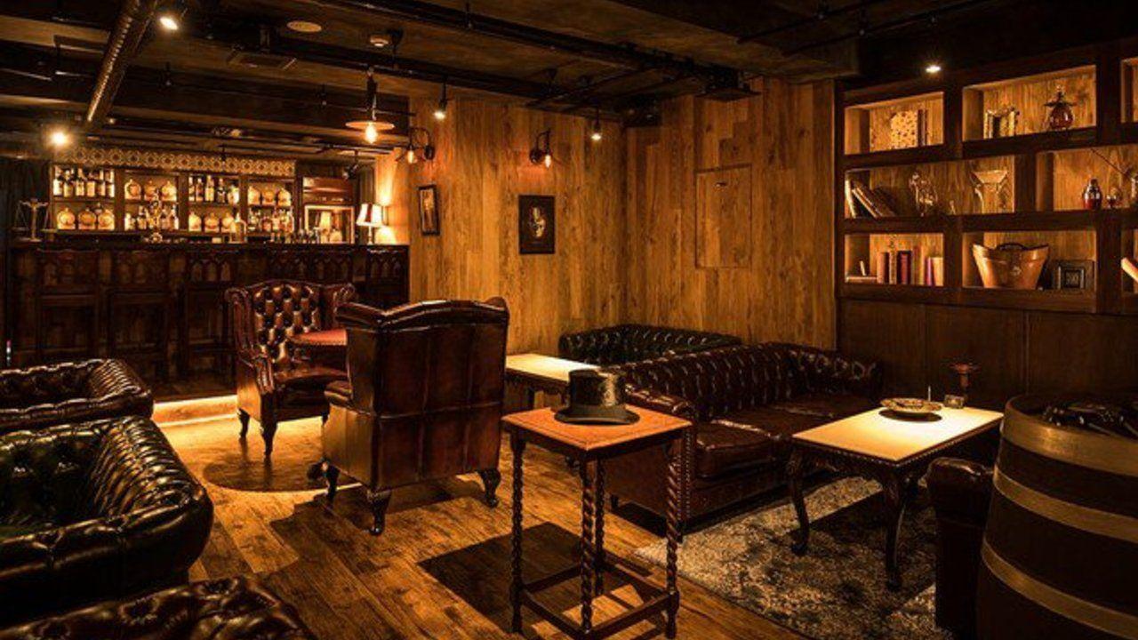 シャーロック・ホームズをテーマにした隠れ家バーが女性に大人気!ベーカー街にいるような気分に浸れちゃう!