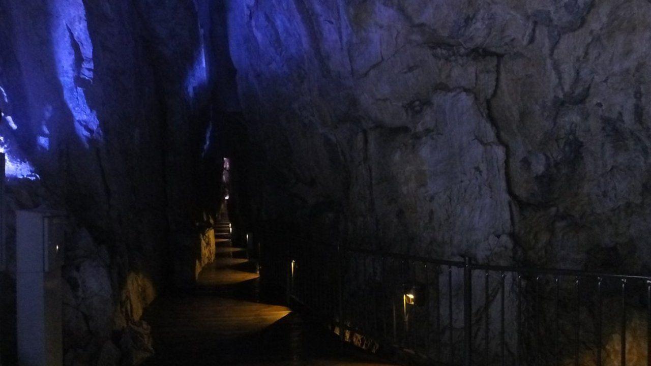 日本三大鍾乳洞「龍泉洞」の観光アナウンスを声優・桑島法子さんが担当!透明感あふれる声で美しい青の世界を伝える