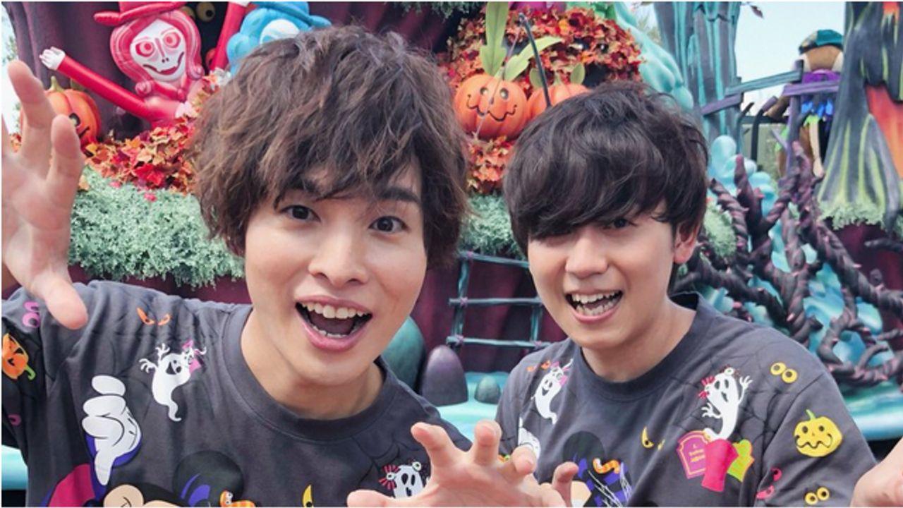 山下大輝さんと岡本信彦さんがディズニーハロウィンを体験!お揃いのTシャツ姿&『ナイトメア』ジャックの仮装姿も